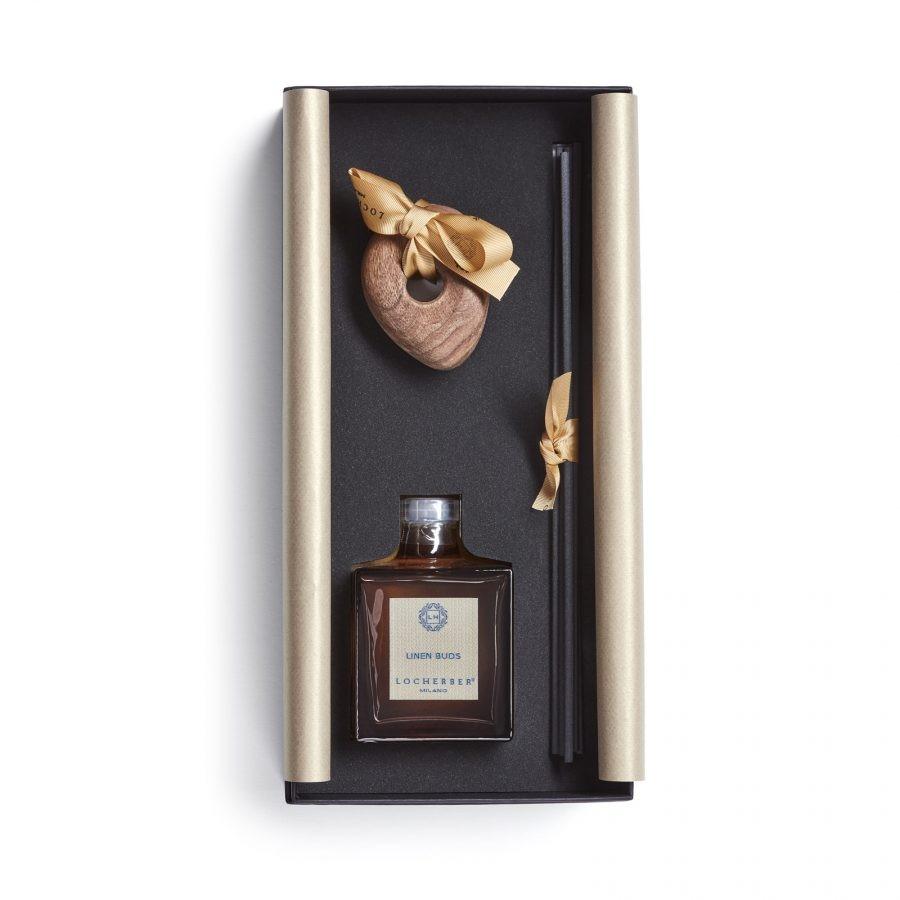 Aroma difuzér s tyčinkami LINEN BUDS (LNĚNÁ POUPATA) + dřevěné víčko ve tvaru oblázku, 250 ml dárkové balení