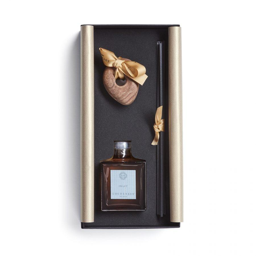Aroma difuzér s tyčinkami + dřevěné víčko ve tvaru oblázku, 250 ml - INUIT dárkové balení